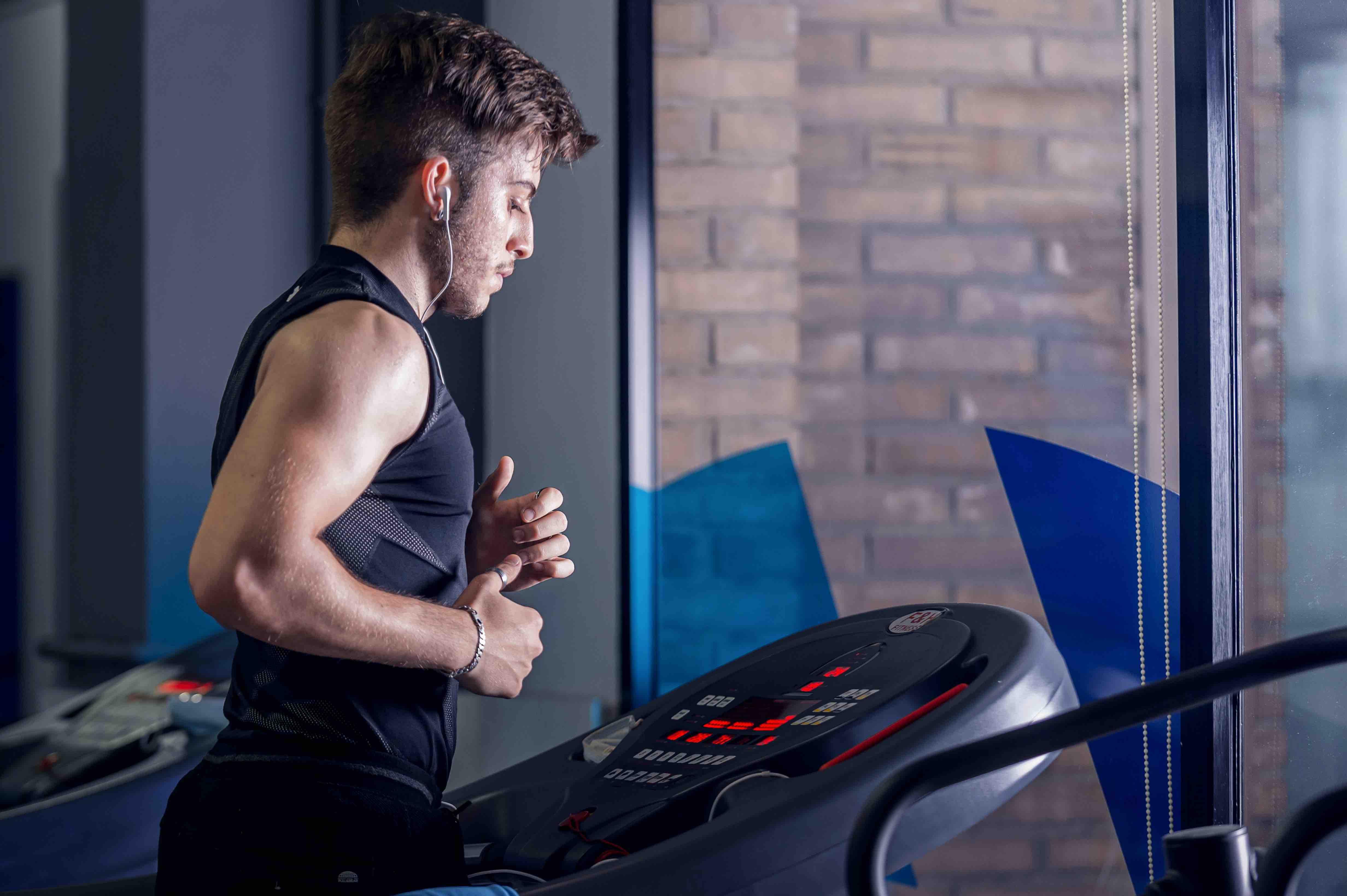 Quina màquina triar per a entrenar cardio al gimnàs